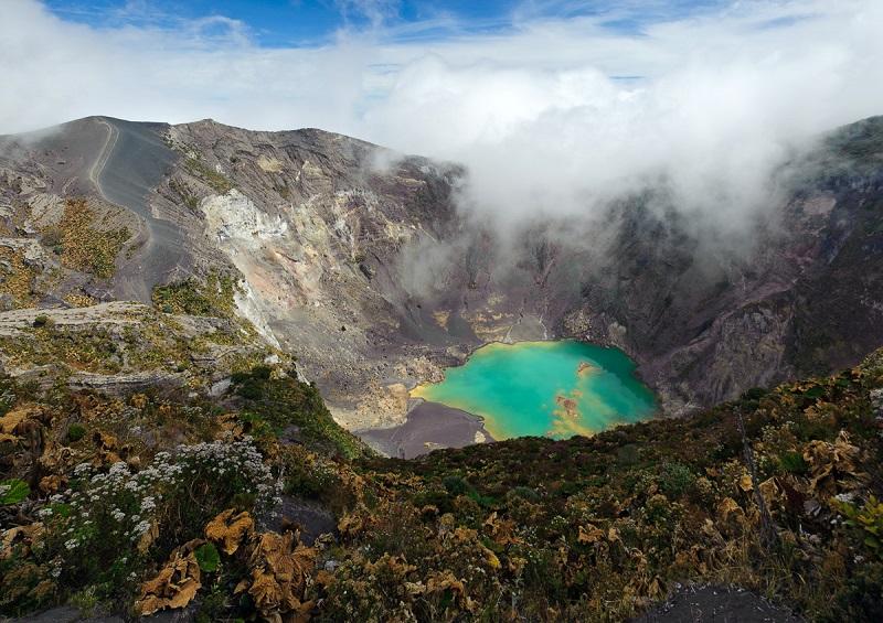 Вулкан и озеро Тоба