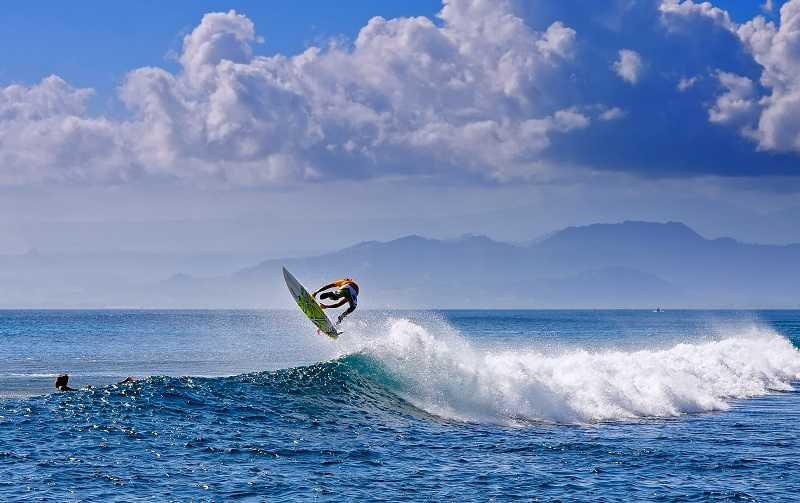 бали легиан серфинг