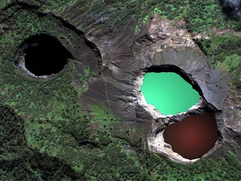 остров Флорес вулкан Келимуту озеро слёз,злых духов