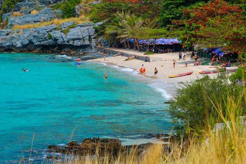 остров Koh Sichang пляж Tham Phang