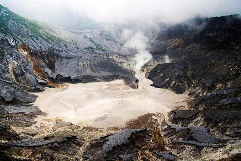 остров Ява вулкан Тангкубан