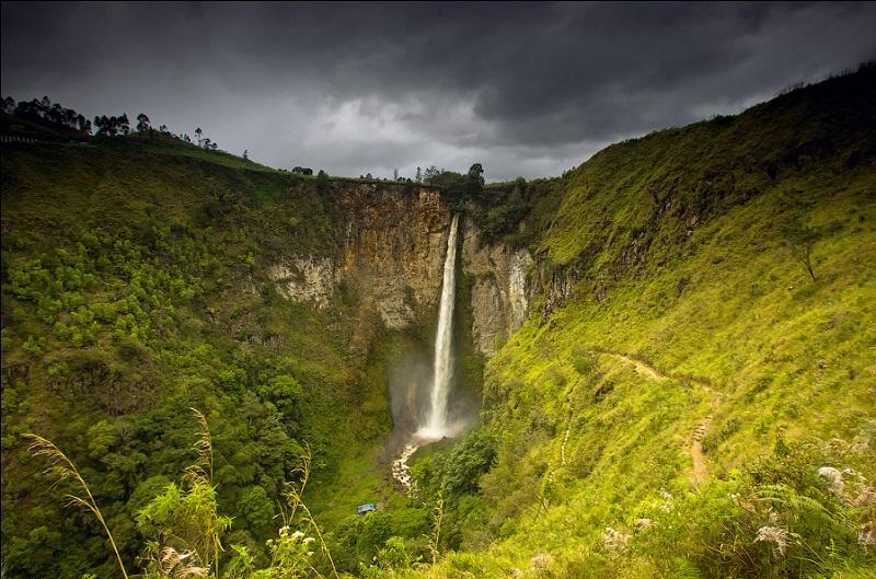 озеро Тоба водопад Сиписо-писо