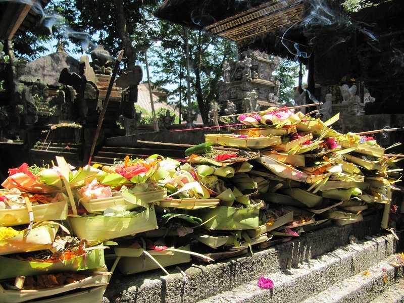 подношения балийским богам